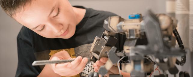 STEM-Robot-by-Oz-Robotics-e1551072933201-min